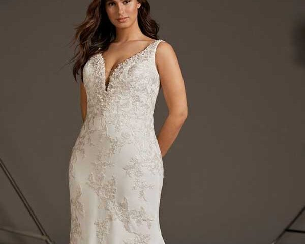 Trumpet-wedding-dress-for-Inverted-triangle-body-type